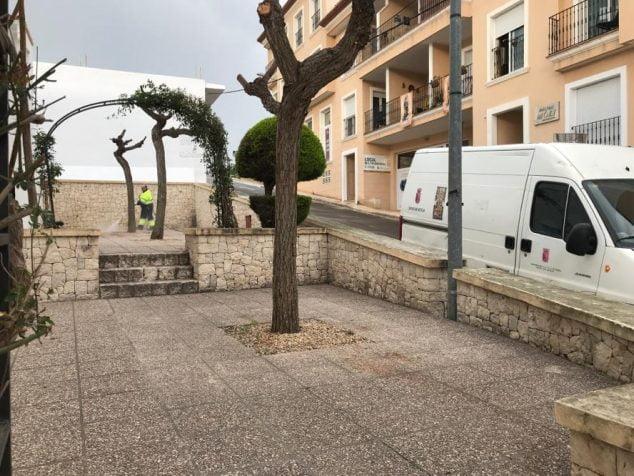 Imagen: Limpieza a fondo en El Poble Nou de Benitatxell