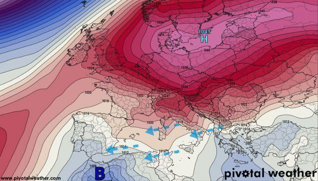 Imagen: Las flechas azules marcan la entrada de viento frío y húmedo de levante
