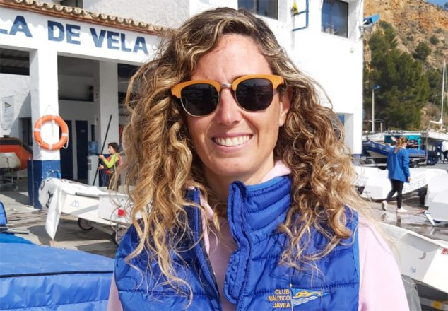 Imagen: Marta Sánchez en el Club Náutico Jávea