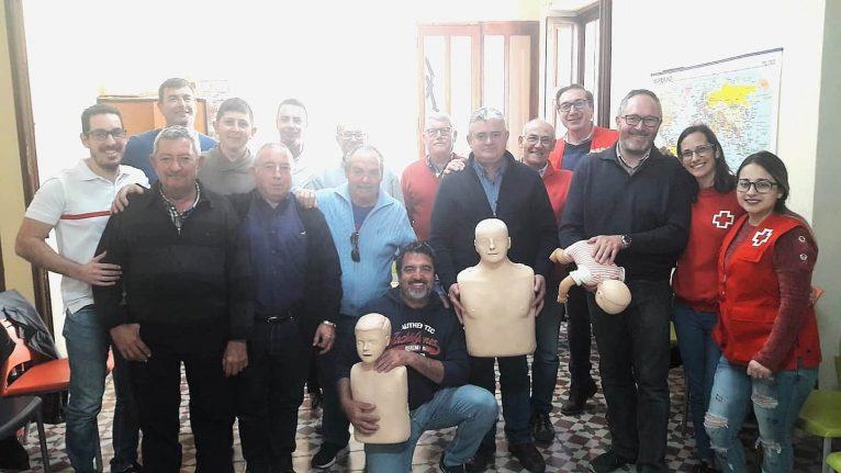 Miembros de la cofradía del Nazareno con Cruz Roja Jávea
