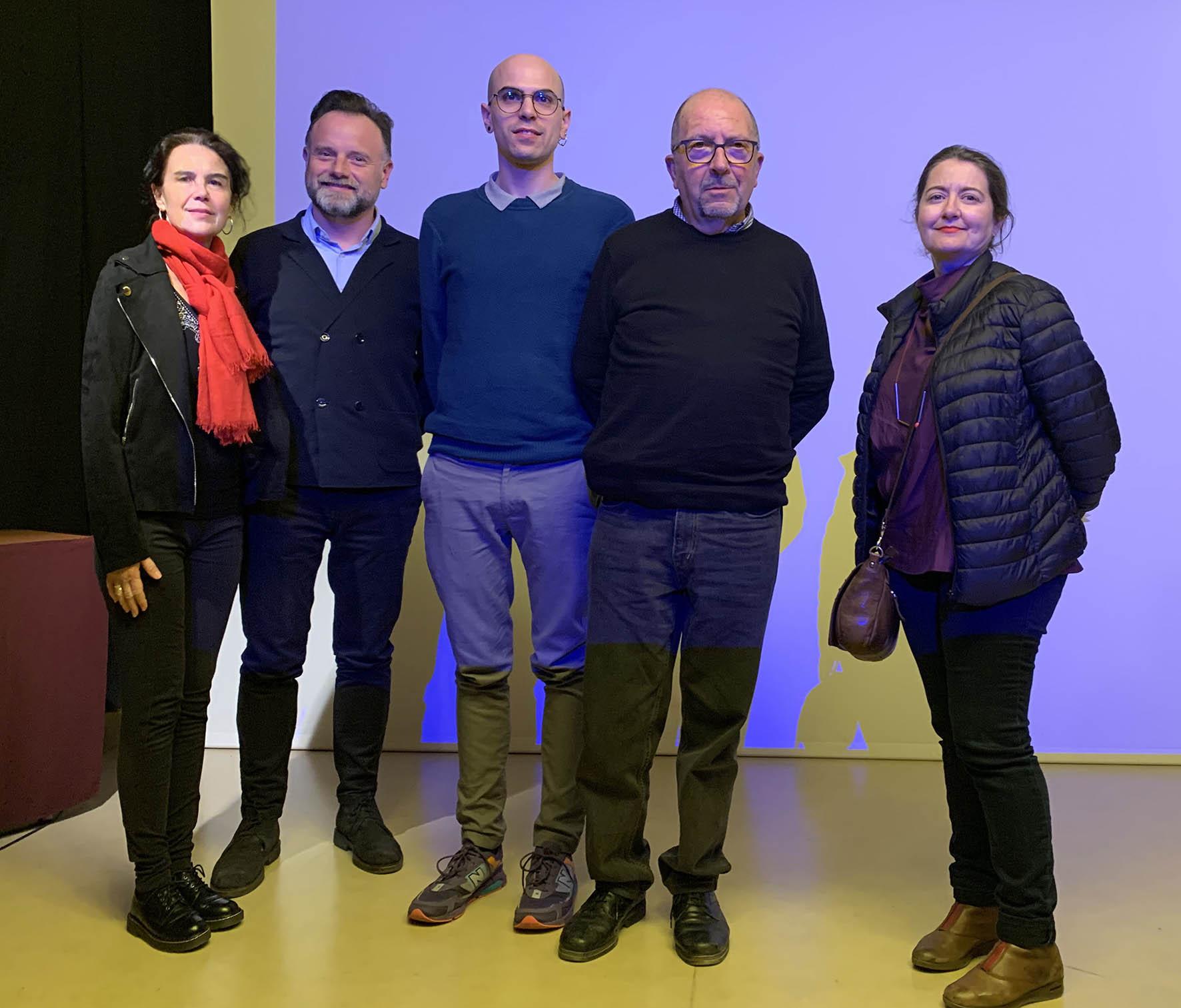 Miembros del Grup De Reüll con Daniel Soriano (centro) e Isabel Tejeda (dcha)-Press