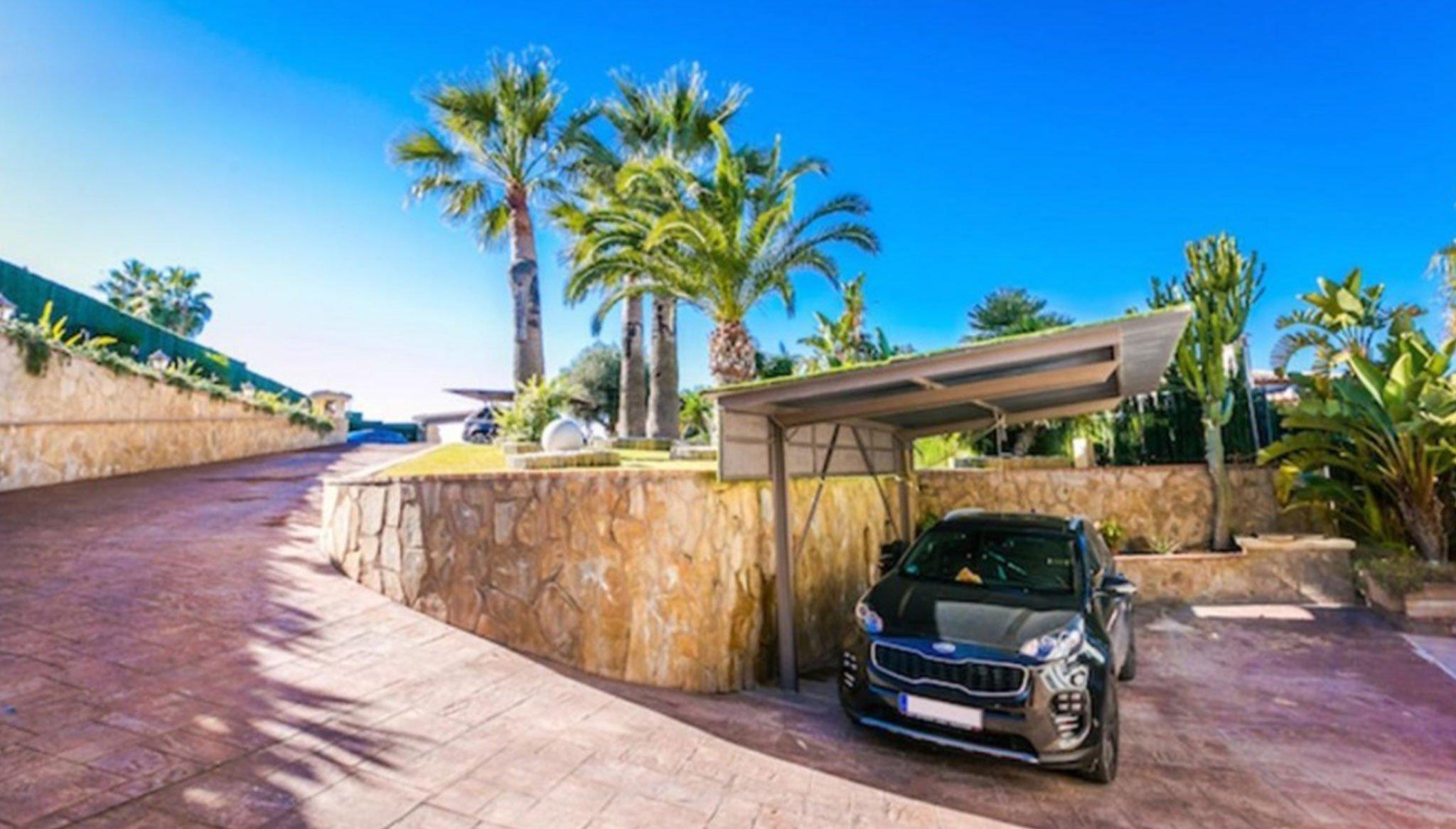Parking en una casa de alto standing en venta en Jávea – Terramar Costa Blanca