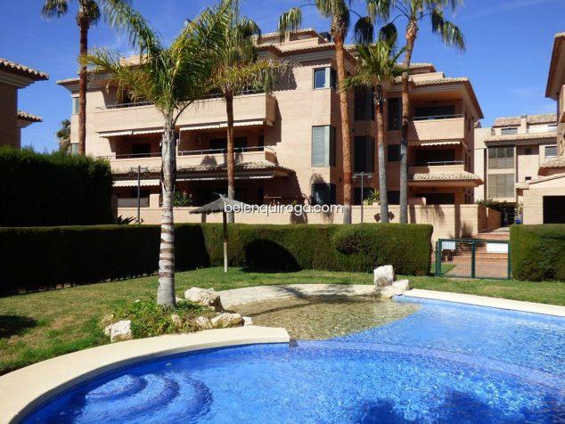 Imatge: Piscina comunitària d'un adossat en venda a Xàbia - Immobiliària Belen Quiroga