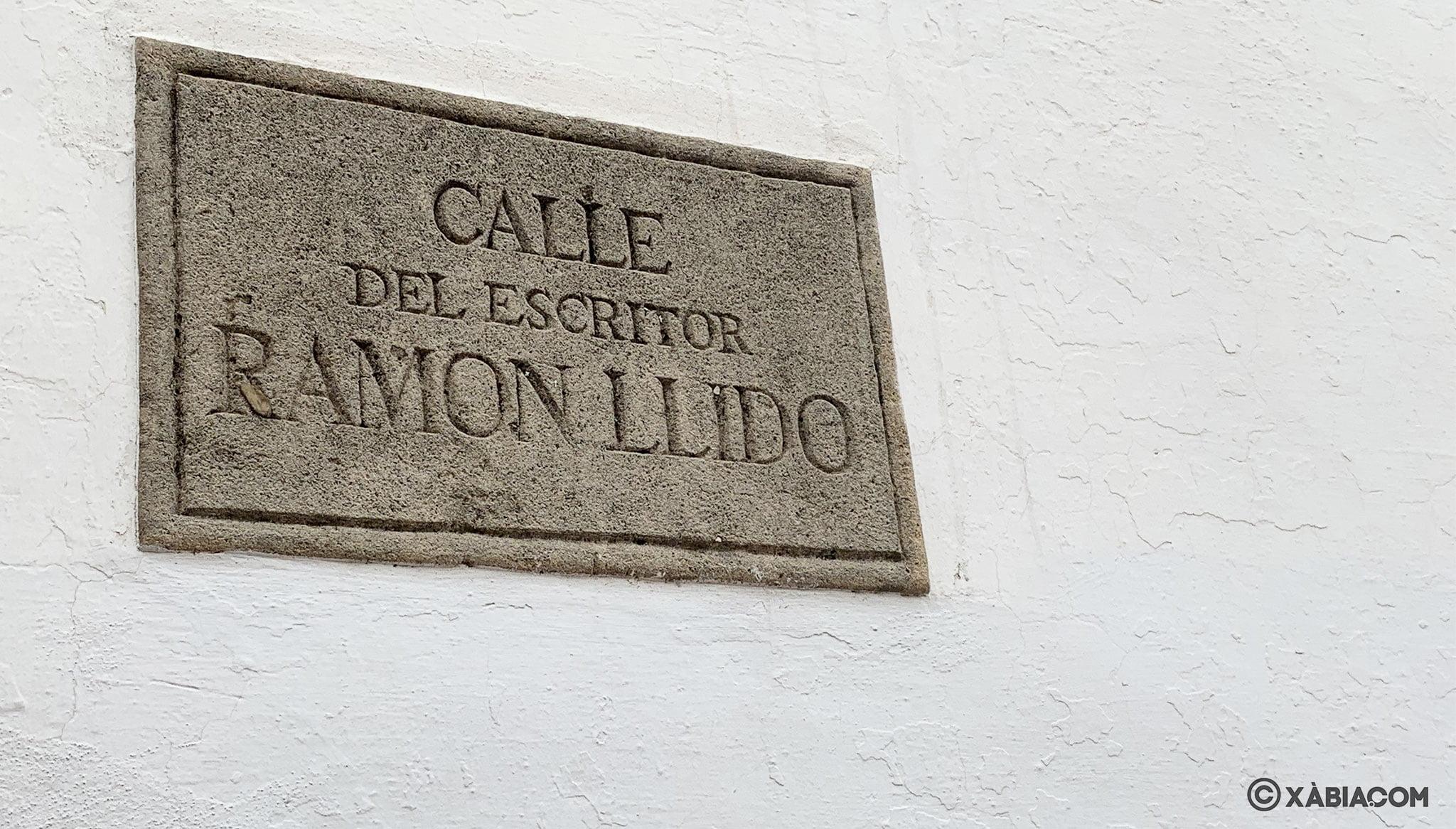 Placa de la calle Ramón Llidó en Xàbia