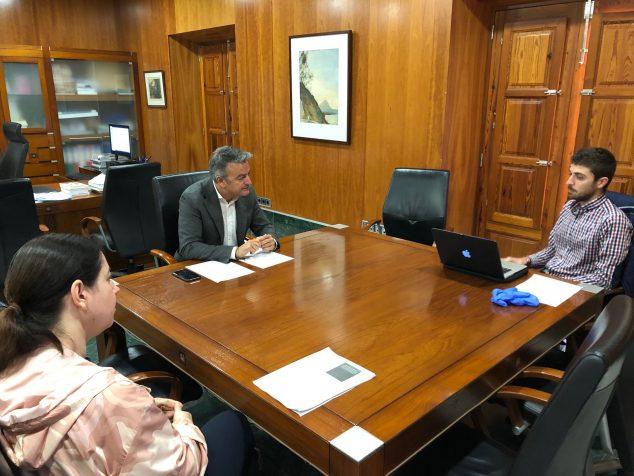 Imagen: Reunión del alcalde con concejales sobre la situación por el coronavirus