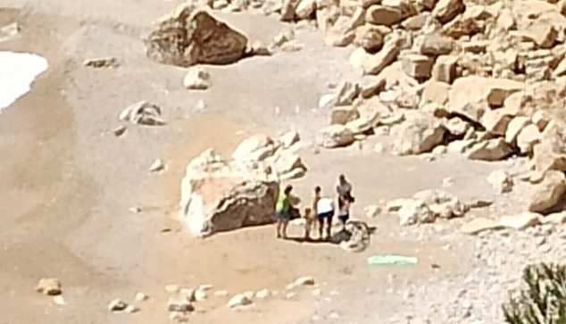 Imagen: Turistas en la cala Ambolo