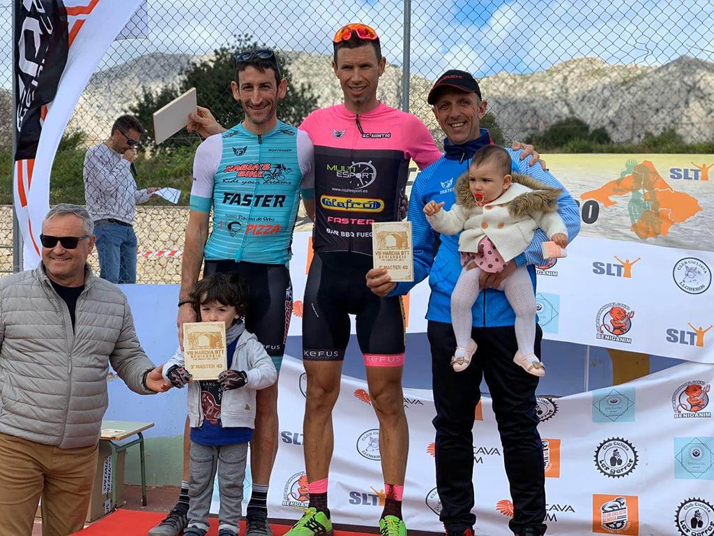 Un ciclista del Xàbia's Bike en el podio