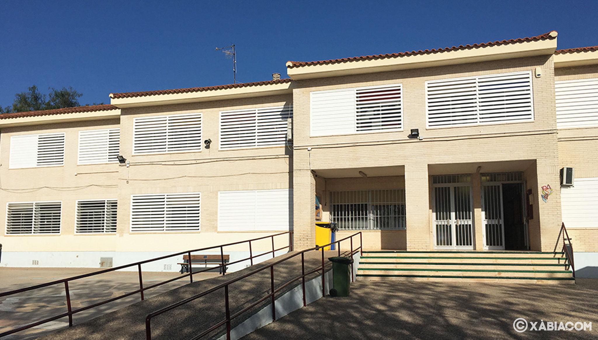 Vista frontal de la fachada del CEIP Trenc d'Alba de Jávea