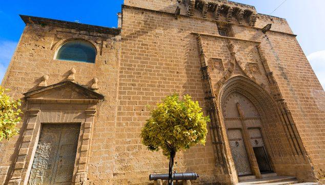 Imagem: Vista lateral da Igreja de San Bartolomé de Xàbia