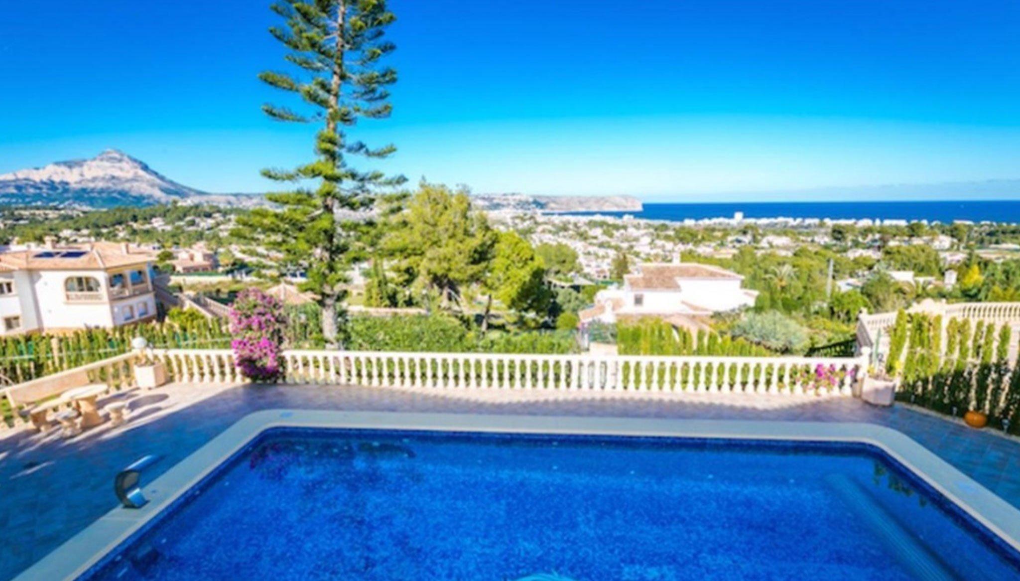Vistas panorámicas a la bahía de Jávea desde una casa de alto standing en venta – Terramar Costa Blanca
