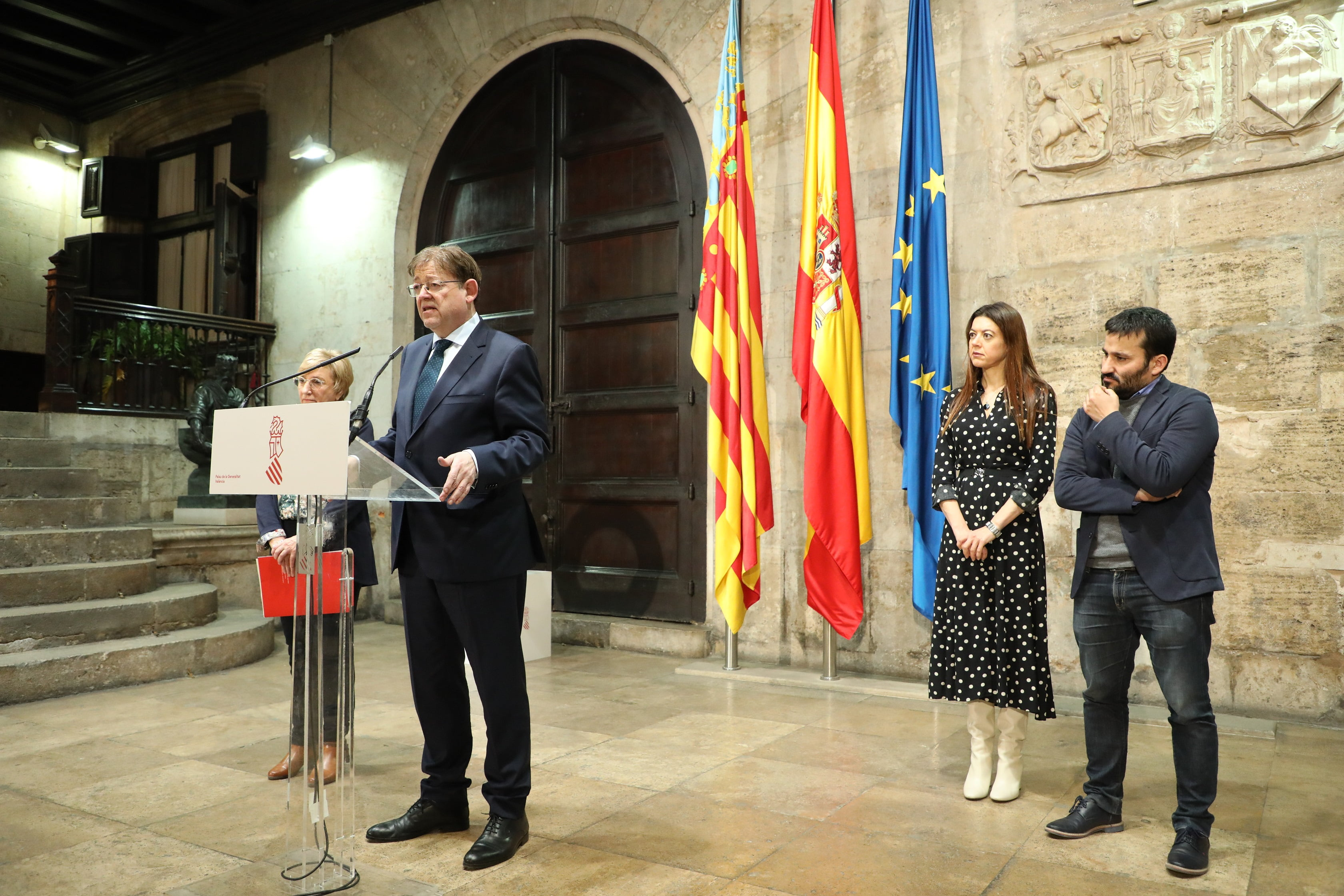 Ximo Puig anuncia la suspensión de toda la actividad educativa