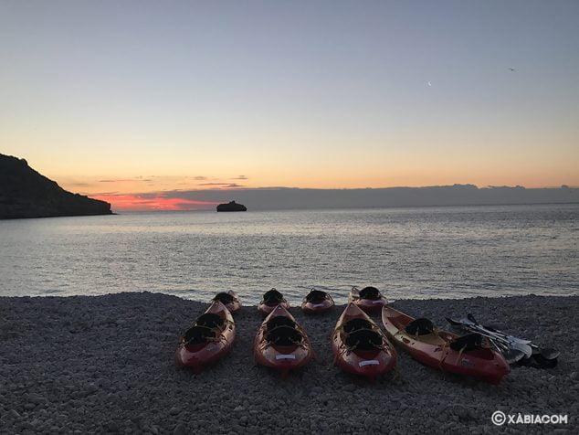 Imagen: Amanecer desde la Cala de la Barraca