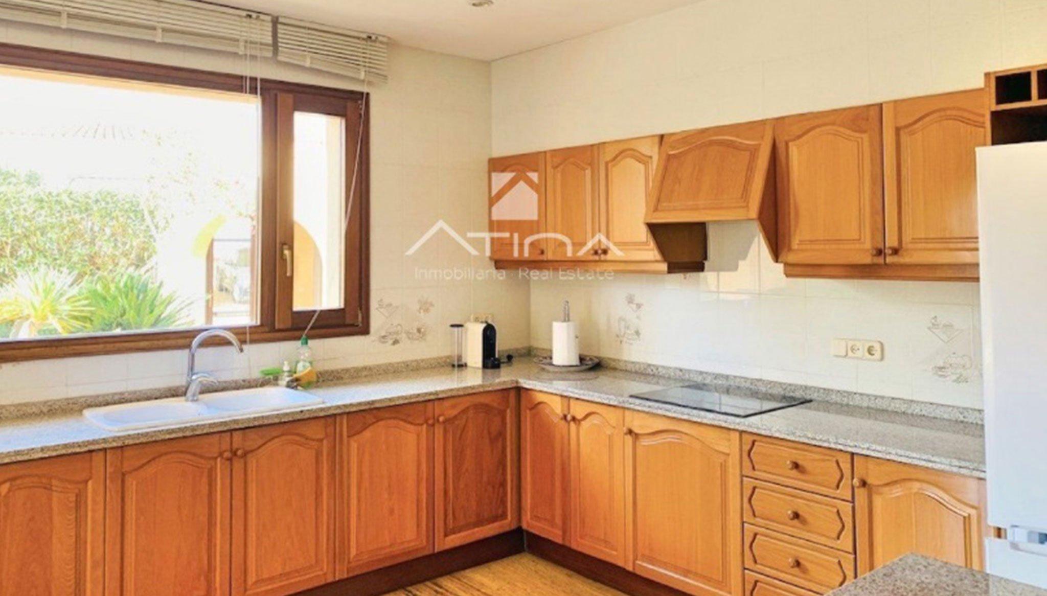 Cocina de una casa de lujo en venta en Jávea – Atina Inmobiliaria