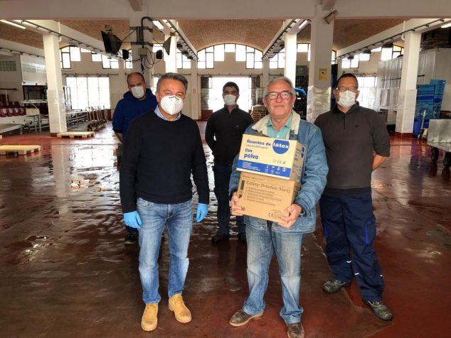 Imagen: Donación de mascarillas a la Cofradía de Pescadores