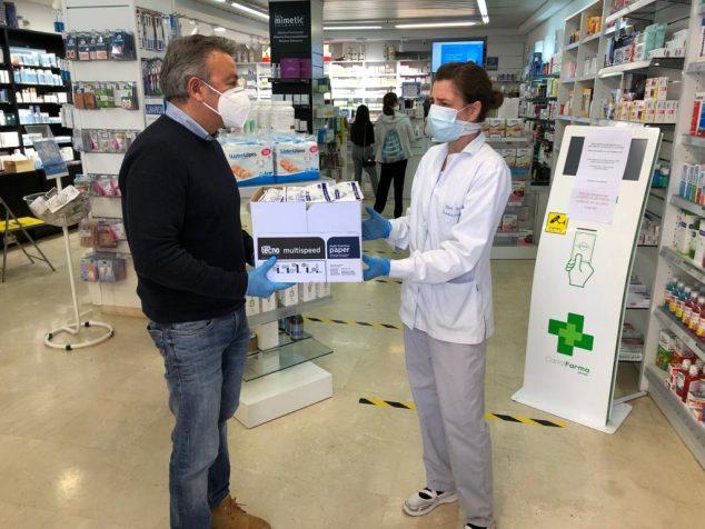 Imagen: Donación de mascarillas a las farmacias