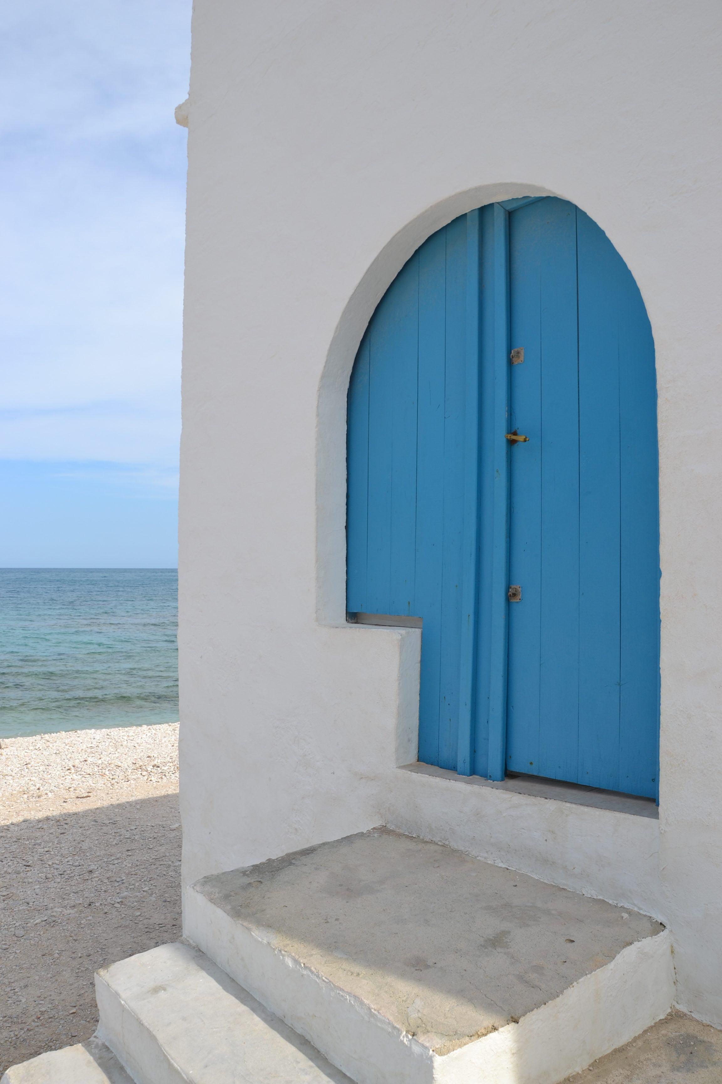 Puerta azul de la Casas de Pescadores