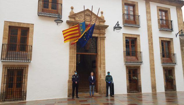 Imagen: El Ayuntamiento rinde homenaje a las víctimas de la COVID-19