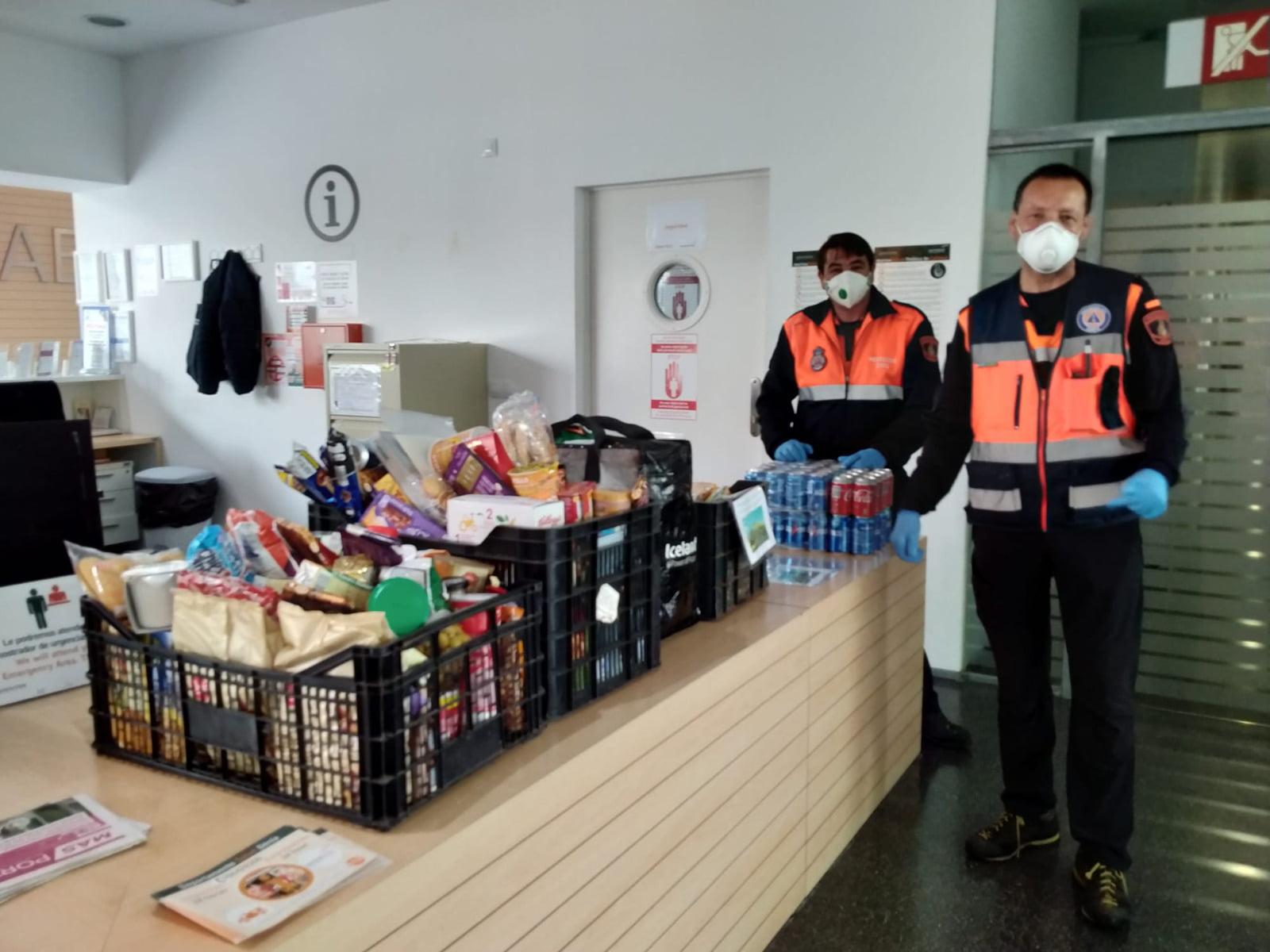 Entrega de aprovisionamiento aportado por residentes del Montgó