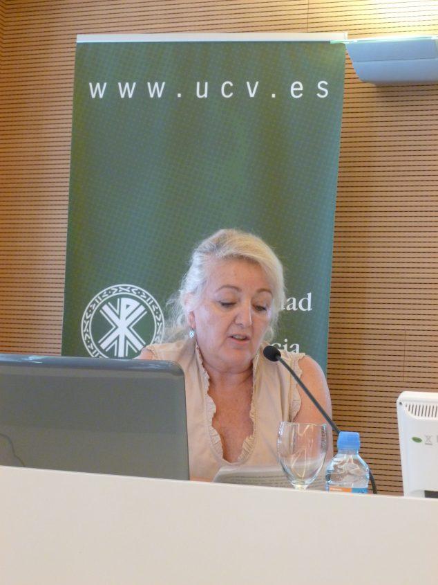 Imatge: Ana Watt presentant el Camí de Sant Jaume des Xàbia en 2015 al Congrés d'Història Comarcal celebrat a València.