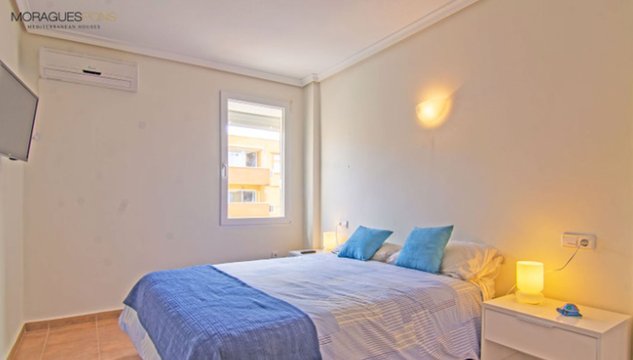 Una de las tres habitaciones de un apartamento en venta en Jávea – MORAGUESPONS Mediterranean Houses