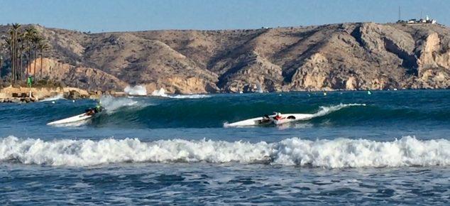 Imagen: Practicando el deporte en aguas de Xàbia
