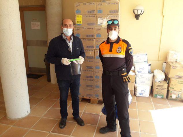 Imatge: Protecció Civil col·labora en el muntatge de pantalles protectores
