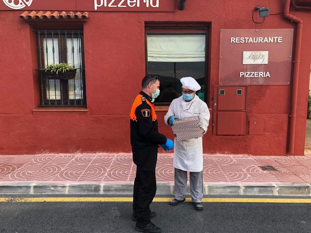 Reparto de Pizza a los efectivos
