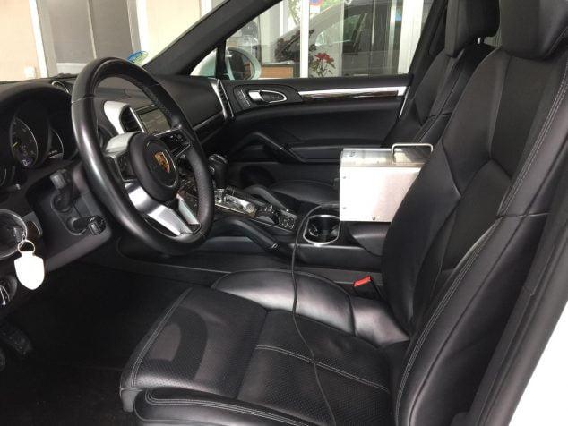 Imatge: Unitat d'Alta Desinfecció i Desodoració d'ozó a l'interior de vehicle