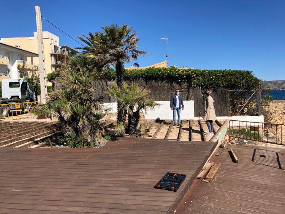 Cambio de tablas de madera por adoquinado