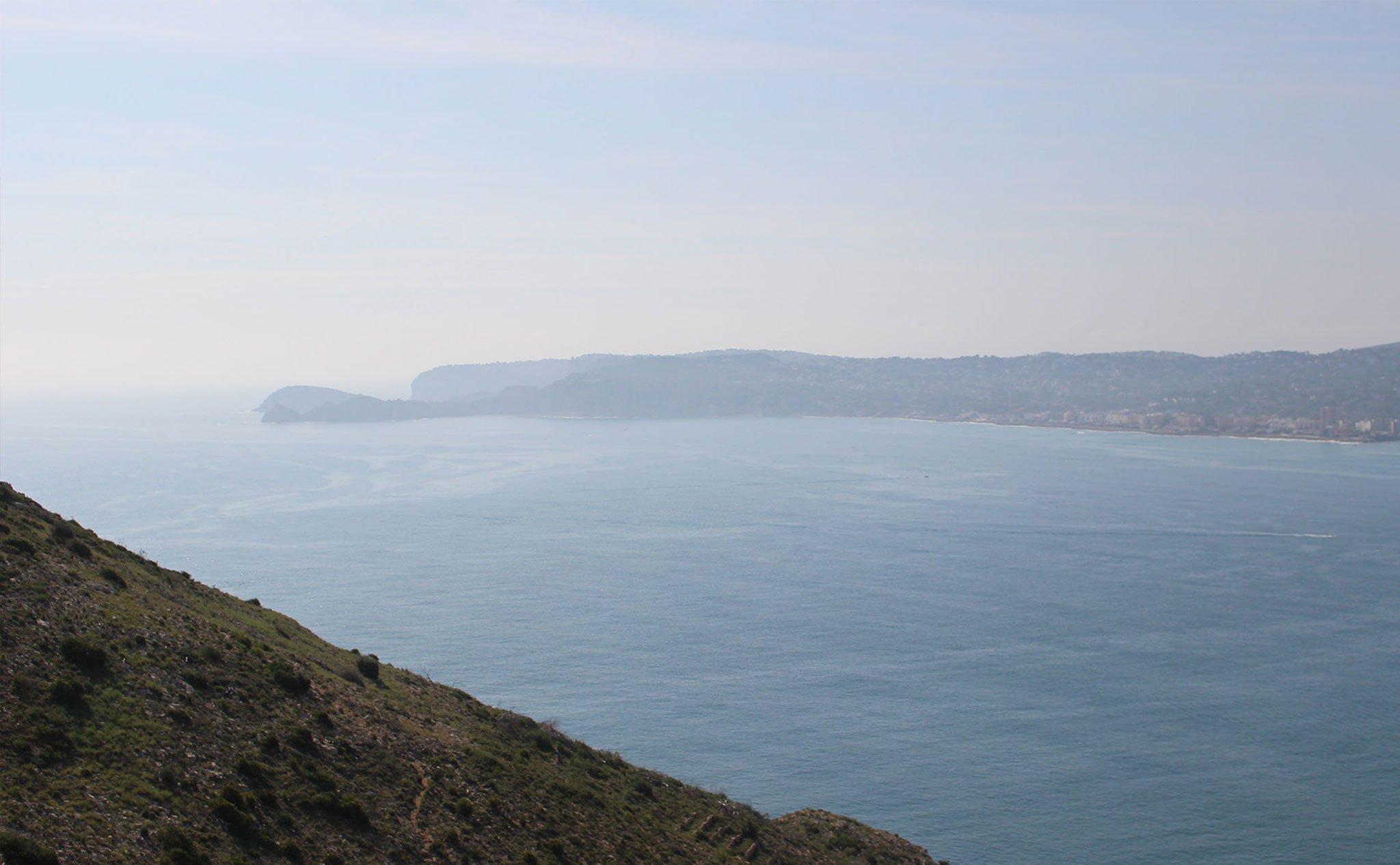 El Cap Prim y la isla del Portitxol, a la izquierda de la imagen