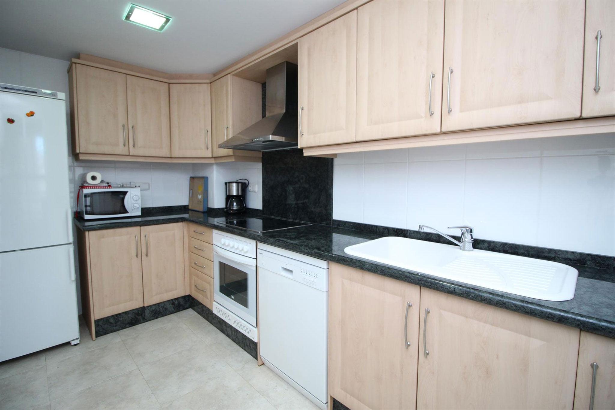 Cocina de un apartamento de vacaciones para cinco personas en Jávea – MMC Property Serivces