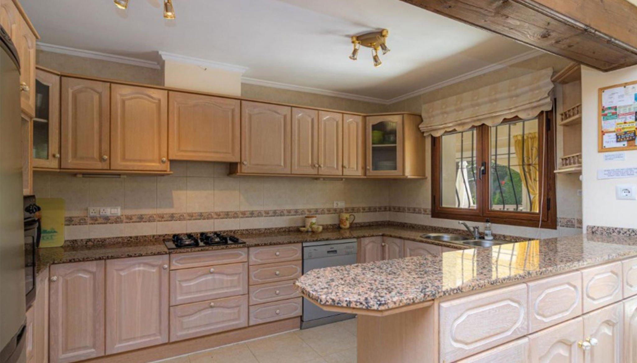 Cocina de un chalet en venta en La Cala en Jávea – Vicens Ash Properties
