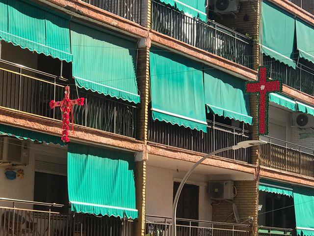 Cruces de mayo en la Calle Andres Lambert