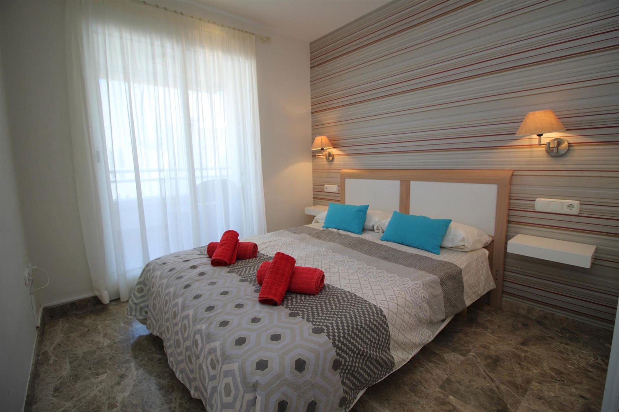 Uno de los dormitorios de un apartamento para cinco personas en Jávea – MMC Property Serivces
