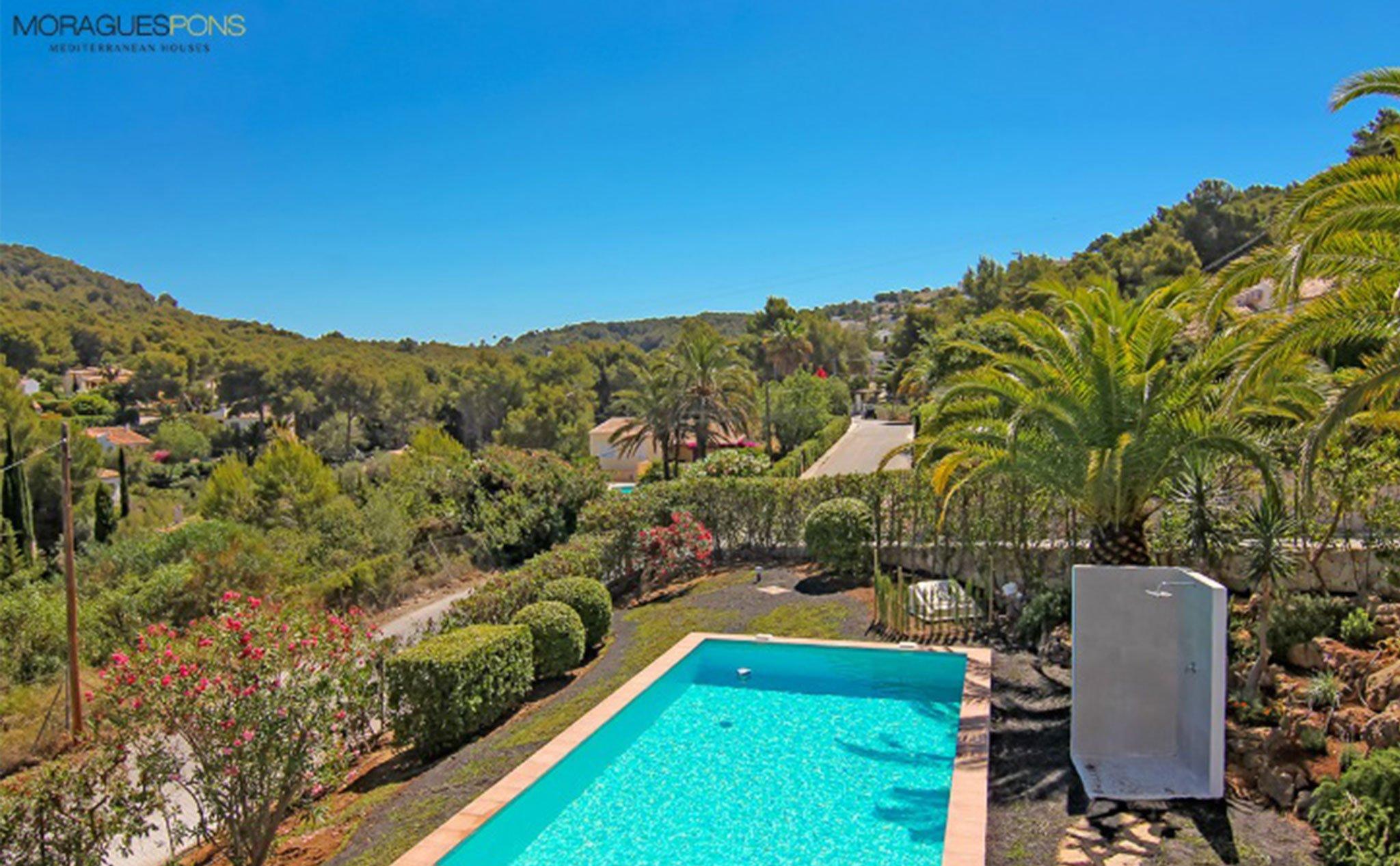 Piscina de una casa en venta o alquiler en Jávea – MORAGUESPONS Mediterranean Houses