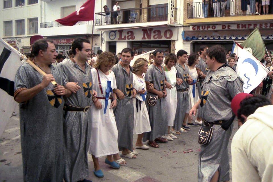 Filà Trabuquers en el año 1986 con chilaba plata