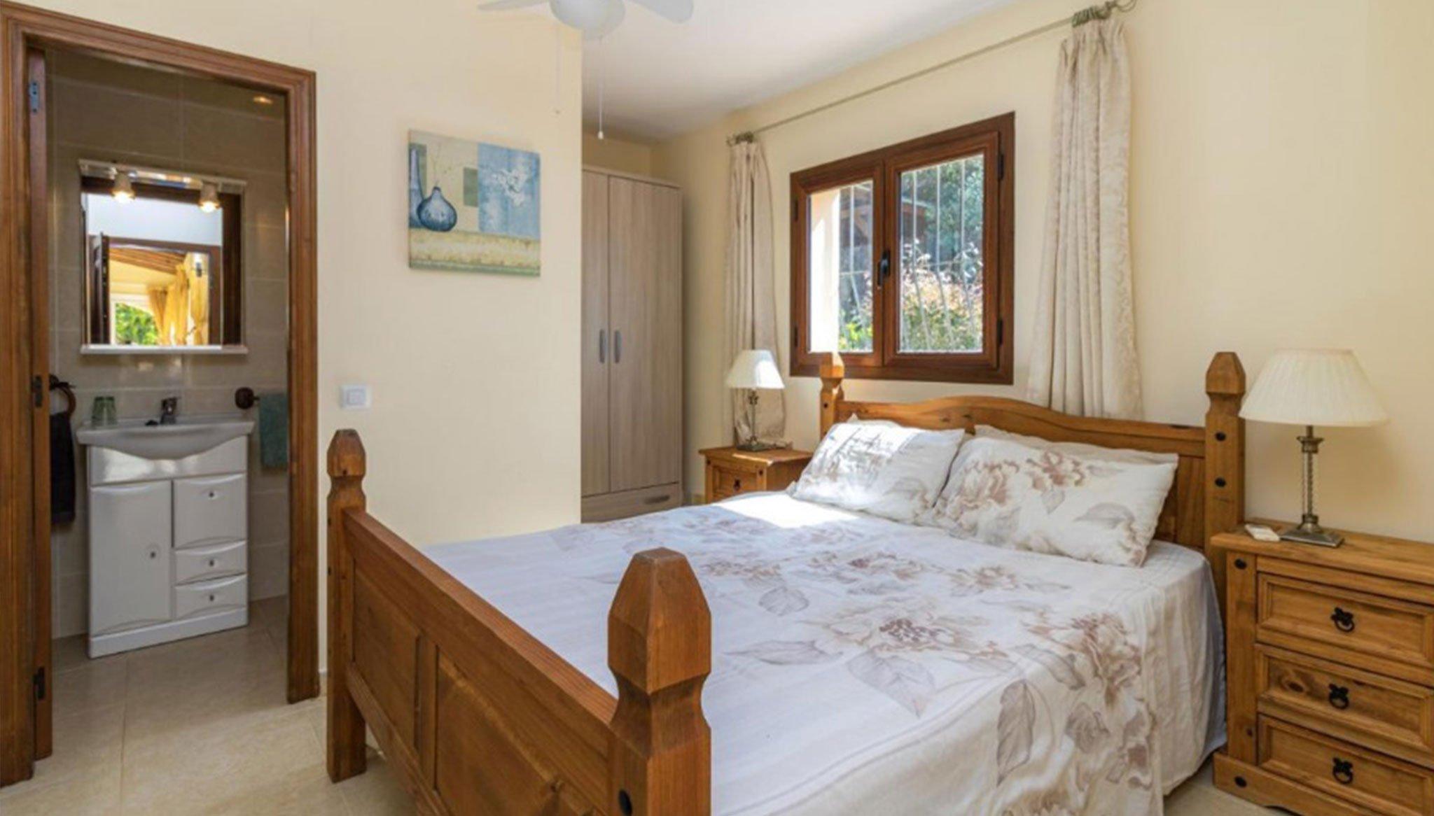 Una de las cuatro habitaciones en un chalet en venta en La Cala en Jávea – Vicens Ash Properties