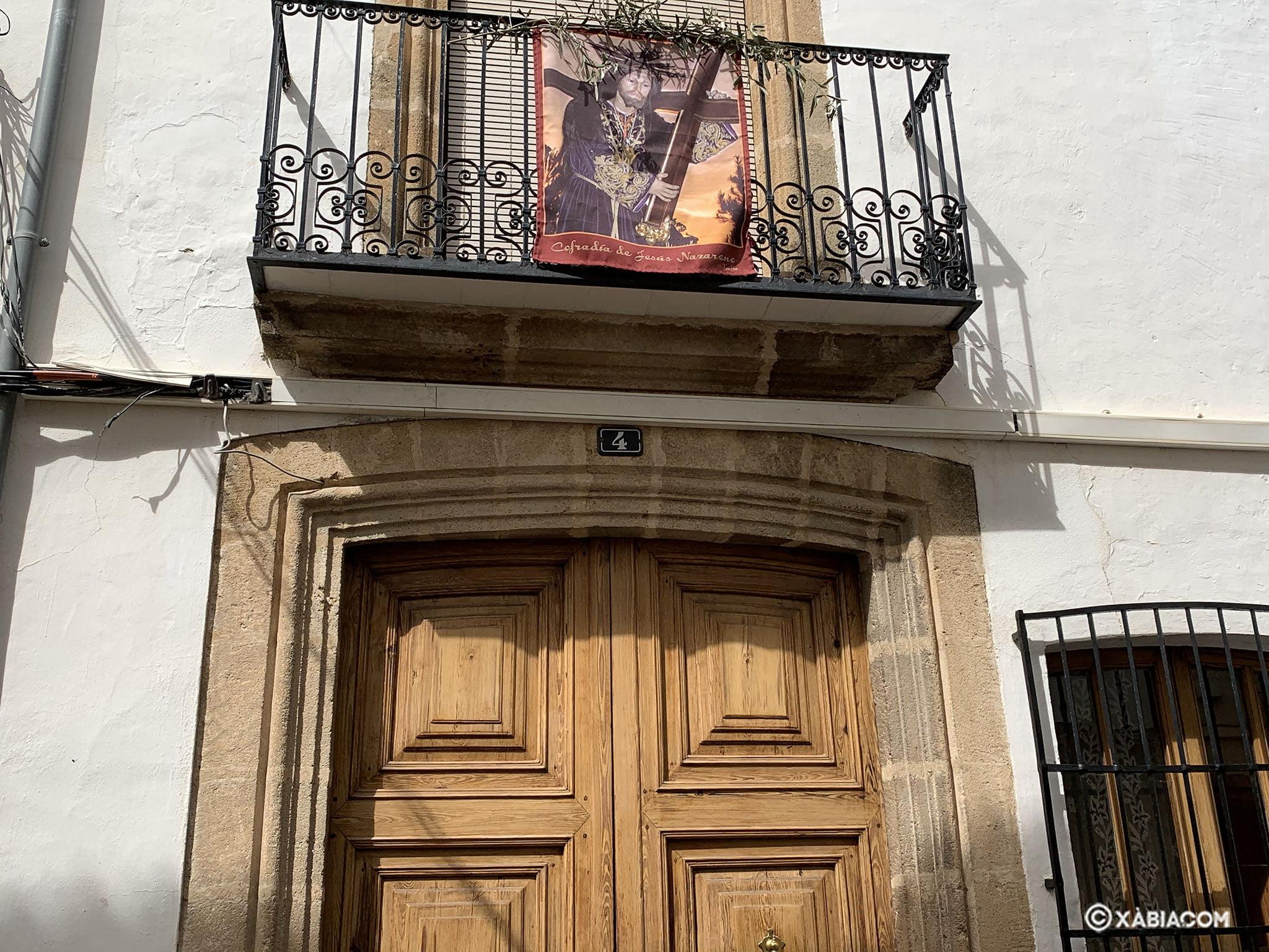 Imagen de Jesús Nazareno en un balcón