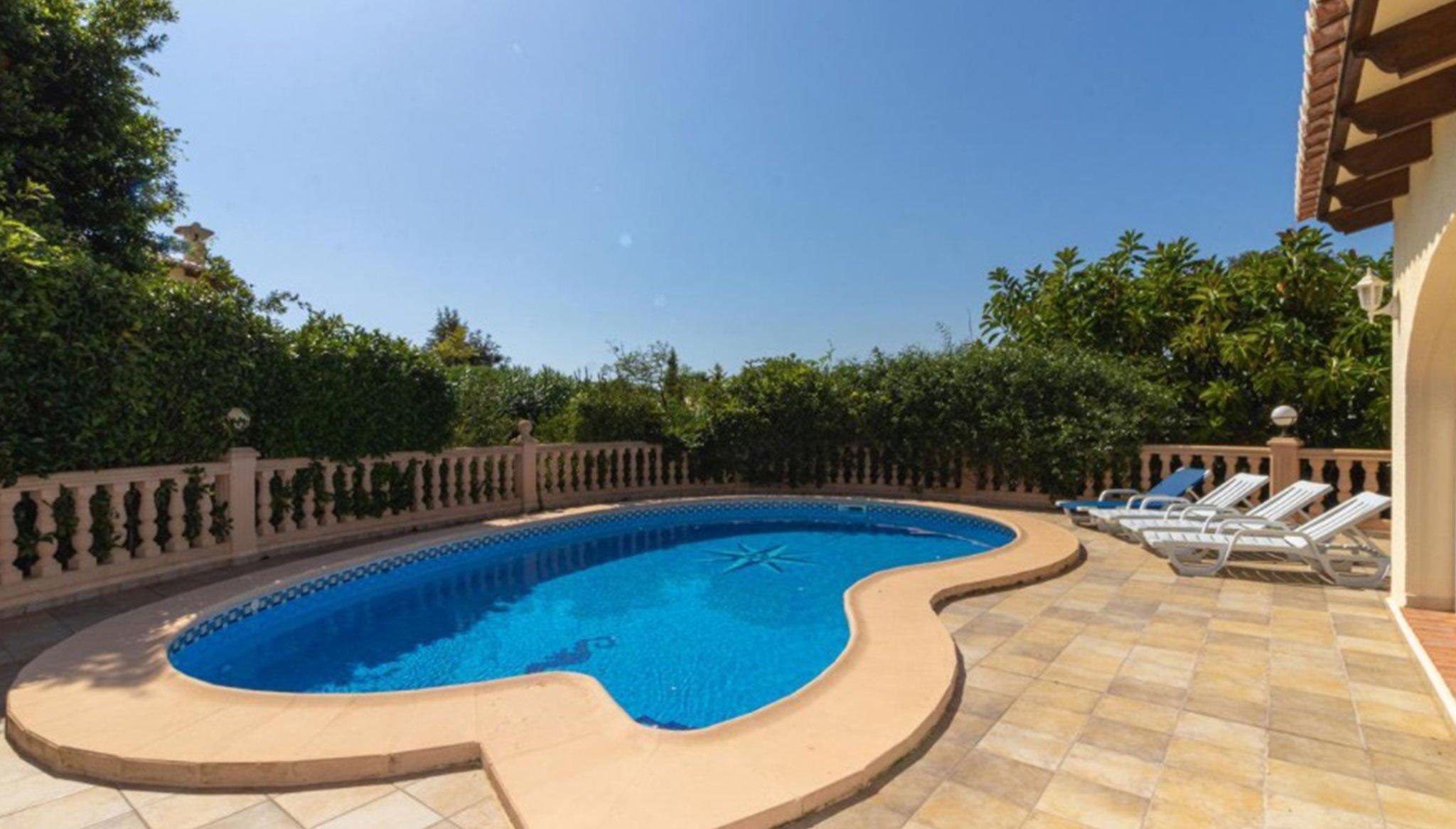 Chalet con piscina privada en venta en Jávea en la zona de La Cala – Vicens Ash Properties