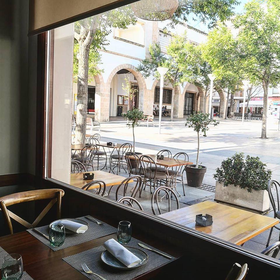 Terraza e interior de Restaurante Giulia en Xàbia