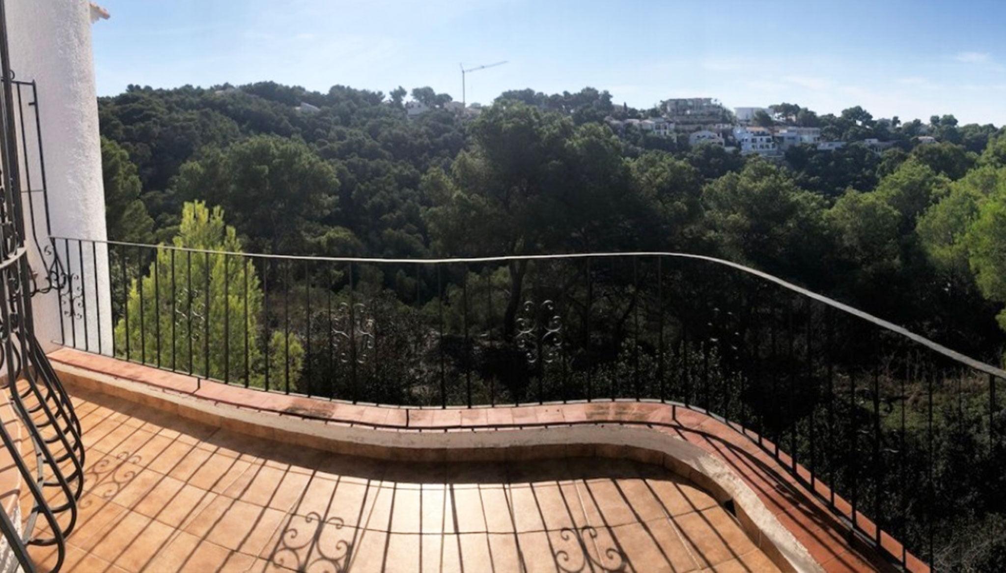 Terraza de una villa en venta en la zona Ambolo – Terramar Costa Blanca
