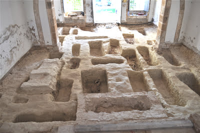Imagen: Tumbas excavadas en el ermita de Sant Joan de Xàbia