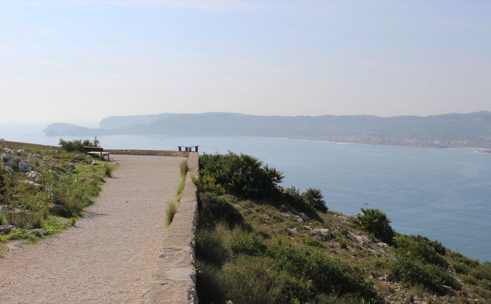 Vistas de la bahía de Jávea desde el mirador del Cap de Sant Antoni