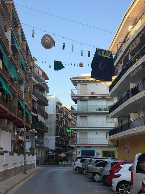 Calle Andrés Lambert engalanada por San Juan