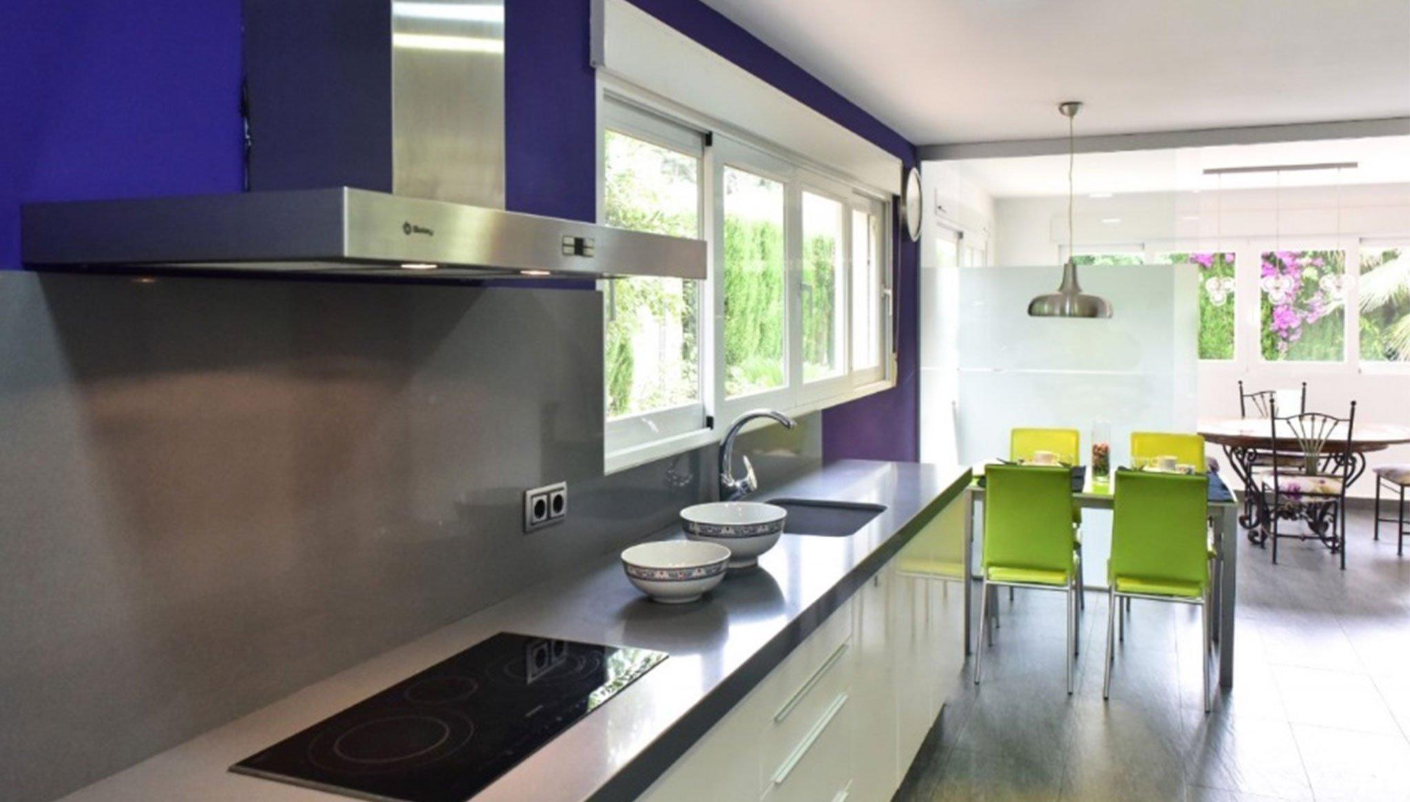Cocina moderna en un chalet en venta en la zona Toscal de Jávea – Terramar Costa Blanca