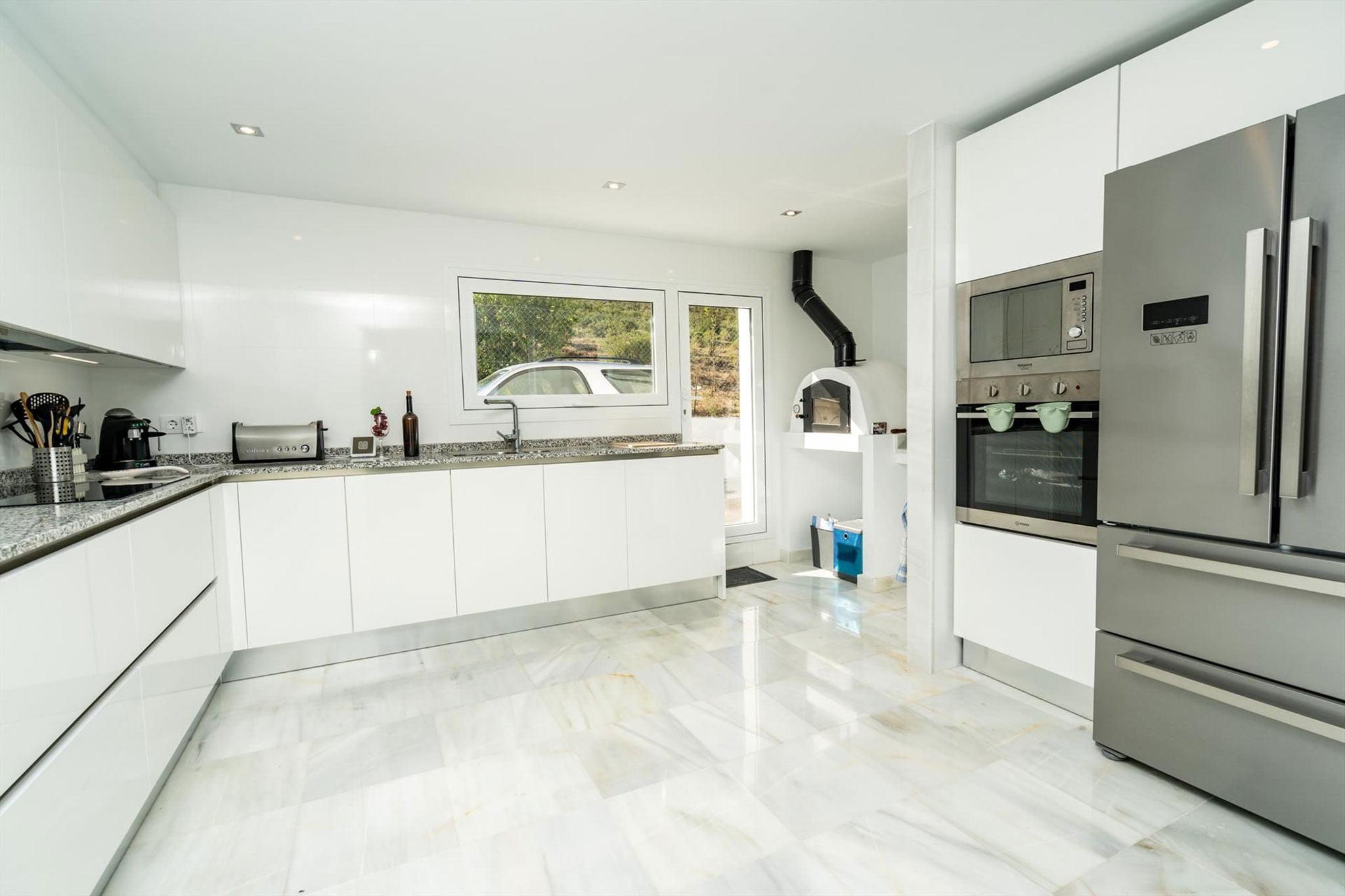 Cocina de una villa de alquiler vacacional en Jávea – Aguila Rent a Villa