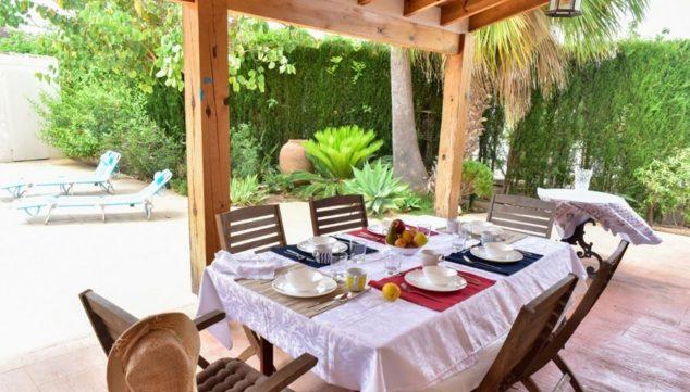Imagen: Comedor exterior en un chalet en venta en la zona Toscal de Jávea - Terramar Costa Blanca