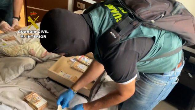 Imagen: Dinero intervenido por la Guardia Civil