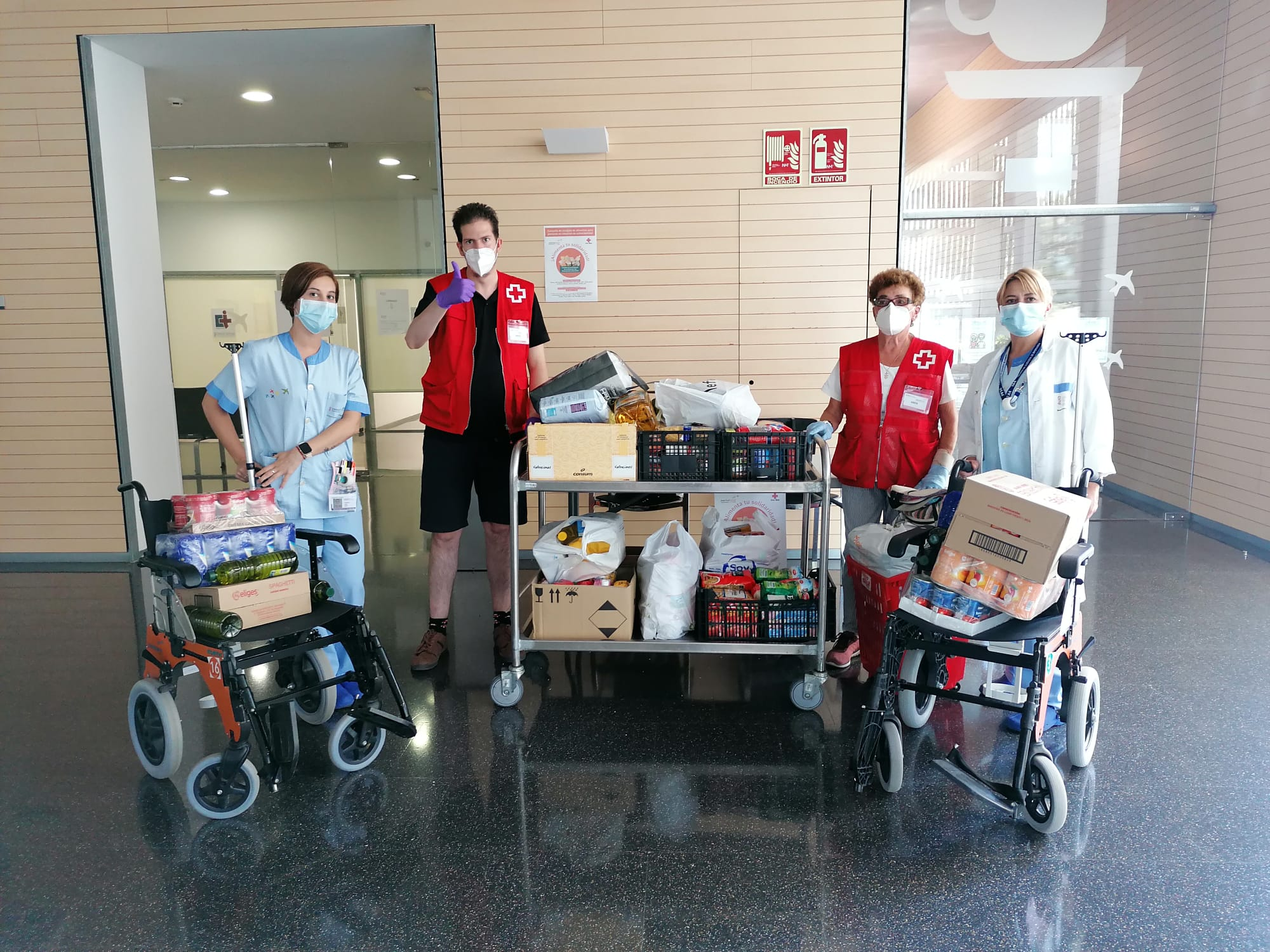 Donación de alimentos en el Hospital de Dénia