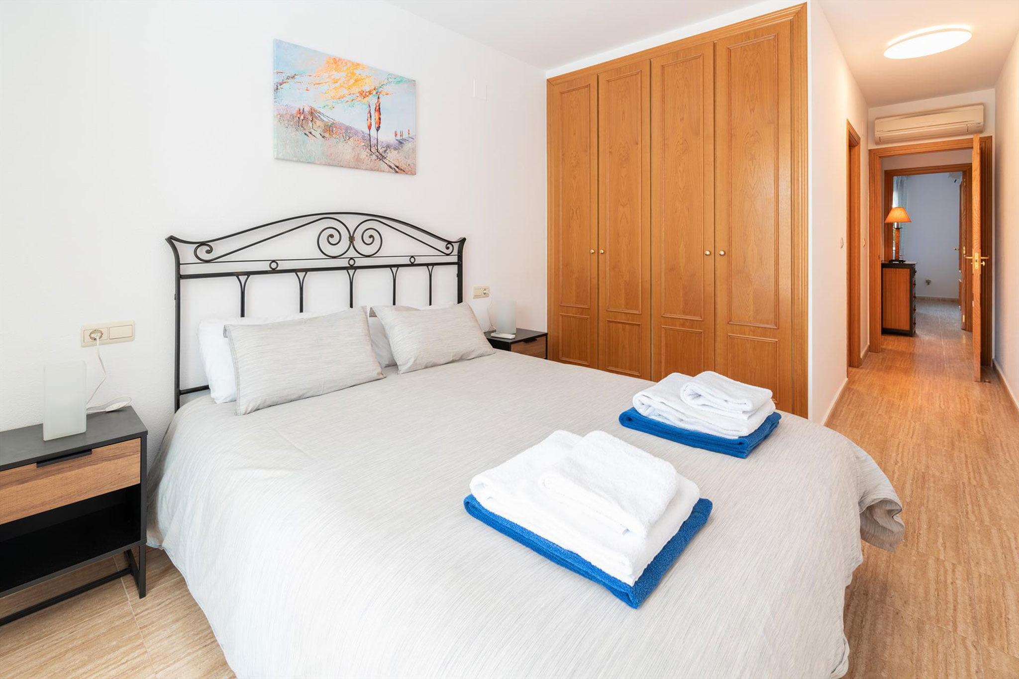 Dormitorio de un apartamento de alquiler en Jávea – Quality Rent a Villa